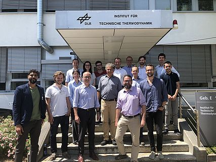 The INN-BALANCE consortium members in front of the DLR labs